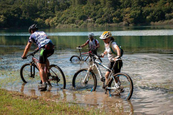 רכיבת אופניי שטח באגם פלסטירה - מטאורה